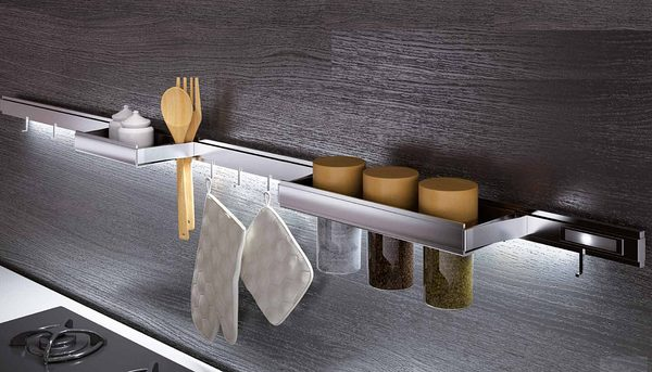 Картинка применения рейлингов для кухни нержавеющая сталь Barra Италия.
